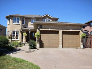 South Barrie Executive Home with inlaw