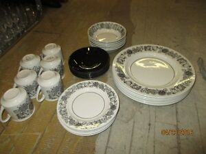"""service a vaisselle Staffordshire England  """"Manitou"""", 6 couverts"""