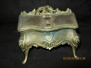 """VINTAGE CAST DOUBLE INK WELL VICTORIAN DESK.  4""""x4""""x2.5"""""""