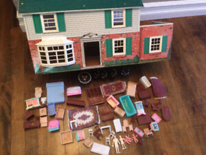 Vintage 1950's metal doll house