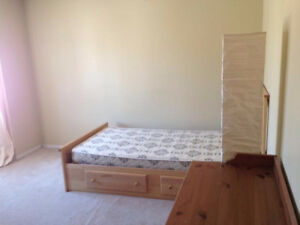 The College Way/Erin Mills rooms for rent