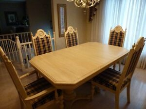 Nine Piece Oak Diningroom Set