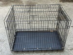 Collapsible wire dog crate with floor tray