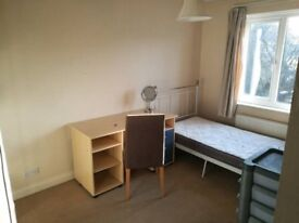 Double room to rent in shared house in Caversham, Reading on private island