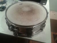 Vieux Snare Pearl en bon état