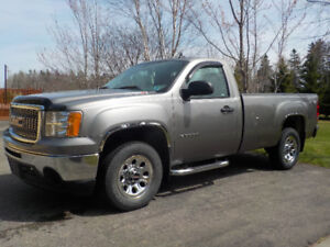FOR SALE: EXCELLENT CONDITION 2012 GMC Sierra 1500
