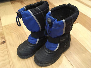 Winter boots size 13 (age 3-5)