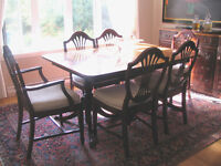 Antique set with 6 chairs and buffet