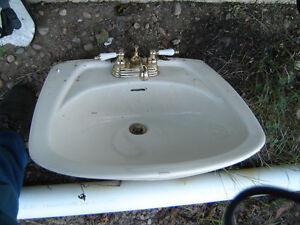PLUMBING Misc: sinks,tub,piping,