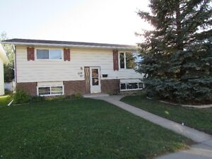AVAILABLE IMMEDIATELY! 3 BEDROOM HOME!