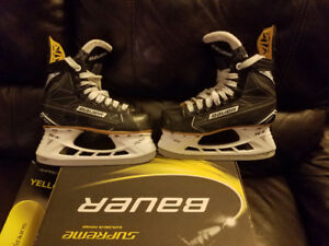 BAUER IGNITE SUPREME SIZE 2 HOCKEY SKATES SUPERFEET