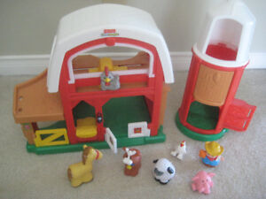 Fisher Price Little People Fun Sounds Animal Farm Barn and Silo