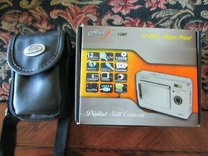 DIGITAL CAMERA (AUKFA 12MP) /ACCESSORIES & CASE