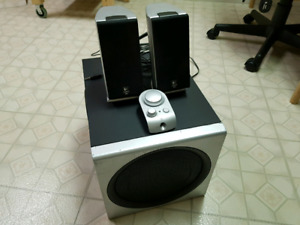 """Logitech Z2300 2.1 Computer Speakers with 8"""" Subwoofer"""