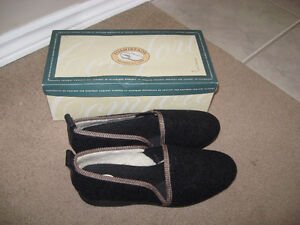 Men's Slippers - Foamtreads - Brand New