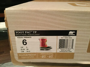 Sorel youth winter boots - youth size 6 (Eur 38).
