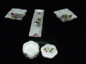 $20 English CHINA TRINKET BOX AND 1 TRAY AND 2 SMALL DISHES