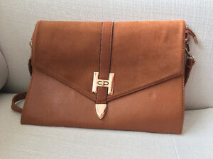 Stylish & Functional Purse - Brown