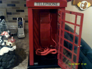 TELEPHONE BOOTH METAL REALLY WORKS LOOKS GREAT.