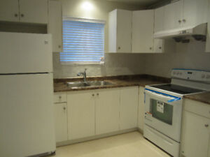 Mini House! - $1500/M 1 br+Den available on April 1st or sooner