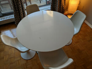 """70s Tulip table and chairs (not actual Sarrinen!)"""""""