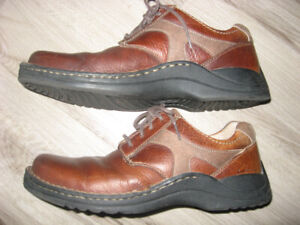 "Men's Clarks ""Tiger"" Shoes  Size 9.5"
