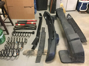 Assorted jeep parts