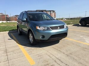 2007 Mitsubishi outlander fully loaded 4 x 4 mint condition