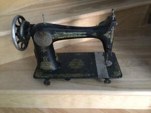 Tête de moulin à coudre Singer antique