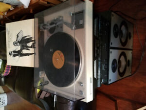 Stereo with Kenwood KD 2055 Turntable