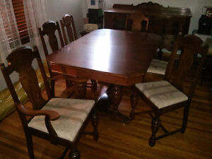 Lovely Walnut Ding Room Table And Buffet