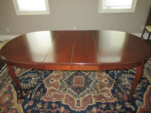 Solid Wood Dining Table, traditional style, clean, great cond.