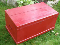 ANTIQUE WOOD TRUNK BOX BLANKET TOY CHEST COFFEE TABLE RED SOLID