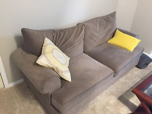Couch for sale $500obo (QB)