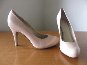 Beautiful Beige NINE WEST Leather Pumps, Excellent Cond.