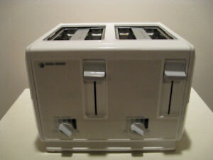**Black & Decker 4 Slice Toaster**
