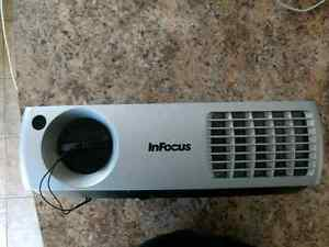 InFocus IN3104 Projector