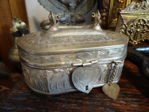 lovely REPOUSSE CHEST likely silver ANTIQUE VINTAGE heart PALMS
