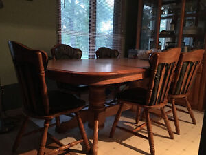 Dining Room table with 5 chairs