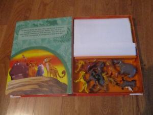 Livre et 12 figurines de la garde du roi lion 5$