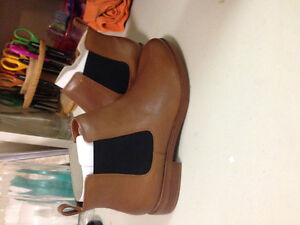 Men's size 8 BRAND NEW tan LEATHER boots!