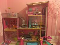 Large dolls play house