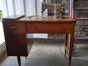 Meuble et machine à coudre Singer modèle 191B