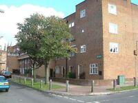 4 bedroom flat in Frensham Drive, Roehampton, SW1