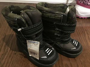 New Winter toddler  boots size 7 $7
