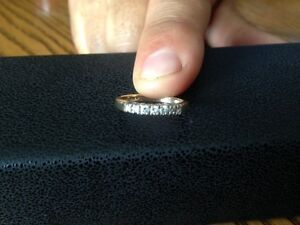 14kt Yellow Gold Anniversary Band With 7 Diamonds As New !