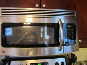 Stainless steel microwave range hood in great shape and working