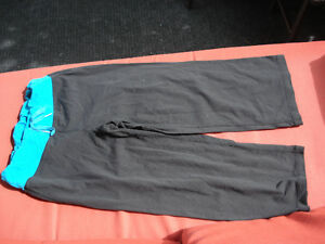 2 pairs of LULULEMON pants London Ontario image 2