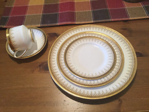 China dinnerware excellent condition
