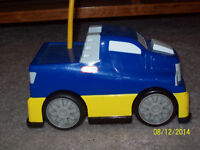 LITTLE TIKES CAR WITH REMOTE